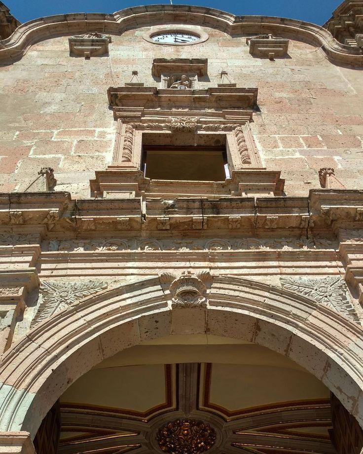 Templo de Nuestra Señora de la Asunción. #jalostotitlan #jalisco #mexico #mextagram #virreinatomx #visitmexico #instagrammers #archilovers #templosmx #mexico_maravilloso #mexicomagico #churches #arquitectura #capturamexico (en Jalostotilan, Jalisco, Mexico)
