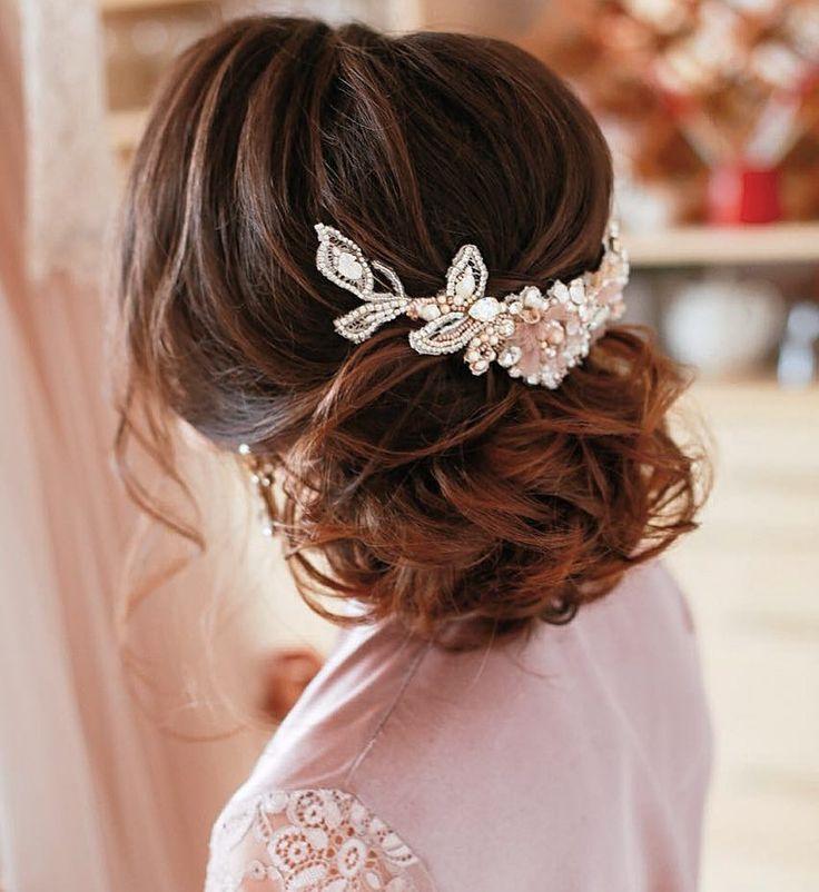 Вчера перед сном получила сообщения счастья от своей невесты... ☺️ Красавица Наталья прислала мне свадебные фотографии... так приятно их от вас получать спустя месяцы! Приятно, что не забываете! Спасибо! ☺️ Делала для Натальи эксклюзивные серьги и шикарное, очень нежное украшение для волос с кристаллами Swarovski и россыпью натурального жемчуга потрясающе красивых оттенков! ☺️ #designer #weddingdesigner #bridal #accessories #bridalaccessories #weddingaccessories #свадебныйдизайн...