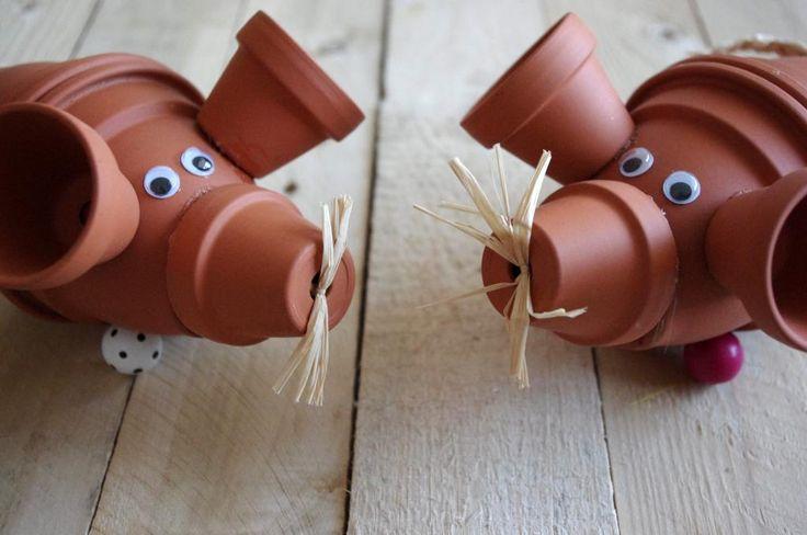 Myšky z květináčů - Tyto myšky jsou vytvořeny z běžných květináčů. Budete potřebovat dva velké a tři malé. Nohy vytvoříme velkými dřevěnými korálky. ( DIY, Hobby, Crafts, Homemade, Handmade, Creative, Ideas)