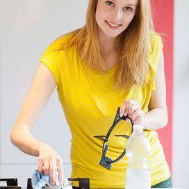 La pulizia della cucina può richiedere del tempo perché il grasso e l