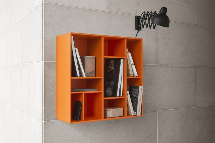 COMPILE – small bookshelf with decorative divisions.