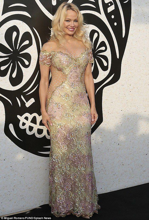 5b02e04f98 Pamela Anderson | Red Carpet Style | Dresses, Fashion dresses ...