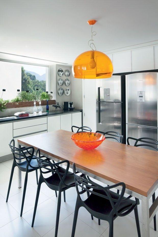 Casa Vogue Brasil -  cozinha nas cores : branco, preto e laranja Foto: Filippo Bamberghi