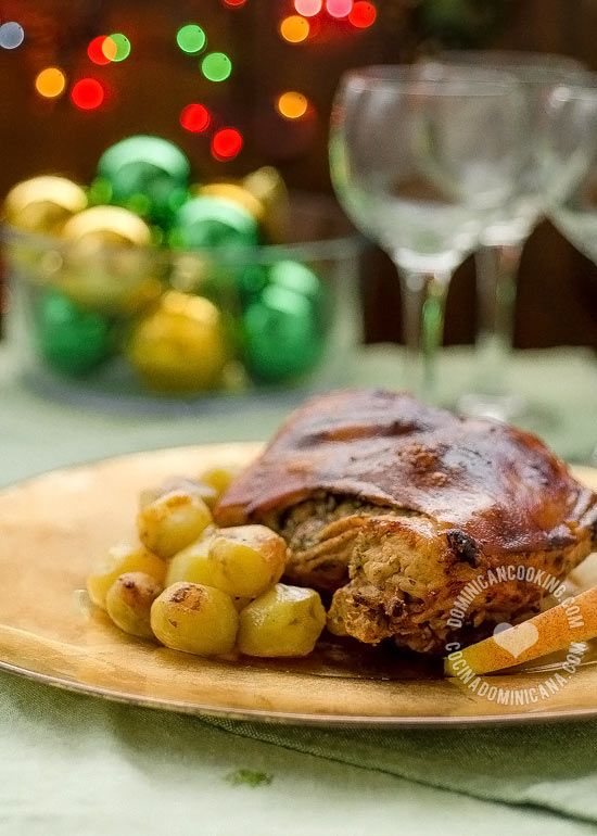 For Christmas Latinos love to eat Puerco Asado (Pork Roast). Without it, it's not Christmas! What is a must-have dish on your table? #DiMeHolidays