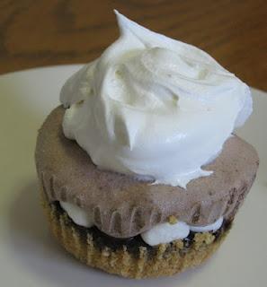 S'mores Dessert! Um, hello! I <3 s'mores.