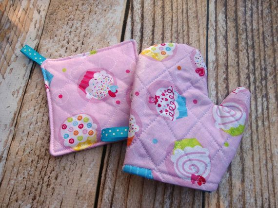Pretend Play Oven Mitt and Pot Holder Set Toddler by GigglesOfLove