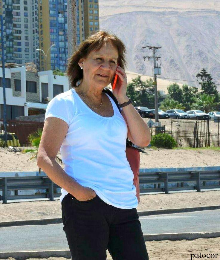 https://flic.kr/p/YRa1qa | Gloria031 | Comunicándose desde las playas de Iquique, Iquique, Chile. D5300.