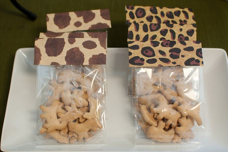 Animal cracker favor bags or lunch box dessert