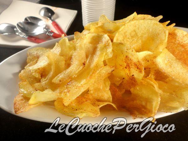 Le patatine fritte alla paprika sono un golosissimo snack, finger food adatto alle vostre feste...ma anche quando avete voglia di qualcosa di sfizioso......
