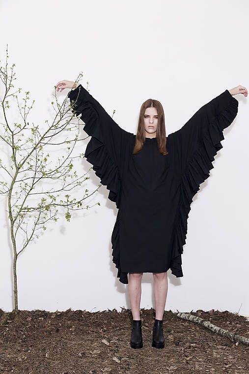extra extravagantní šaty BLACK SWAN