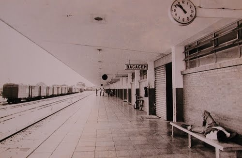 Foto histórica da plataforma de embarque da antiga estação - arquivo de José F. Bacelar- Museu Ferroviário de Araçatuba
