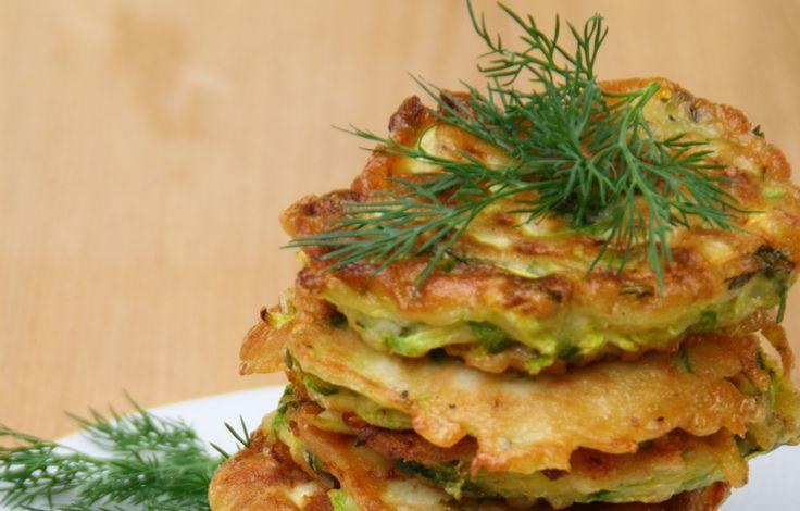 Da Creare in Cucina una golosa idea per la cena: frittelle di zucchine...    Viene fame solo a vederle!    Ecco la ricetta:  http://la.repubblica.it/cucina/ricetta/frittelle-di-zucchine/32825/?ref=fblkf