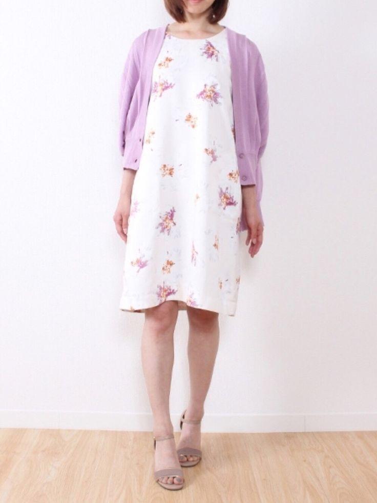 laveangeさんの(Laveange)を使ったコーディネート    上質素材の華やかな大花柄ワンピース。トレンドのキレイ色カーディガンは、ワンピースの柄の色とリンクさせて統一感を意識すれば、上品に仕上がります✨    Laveange velikoko ラビアンジェ ヴェリココ  30代ファッション 30代コーデ 40代ファッション 40代コーデ キレイめ きれいめ コーデ 上品コーデ 甘めコーデ 大人可愛い ピンク カーディガン ドルマンカーディガン パープル ベージュ サンダル beige sandal pink cardigan outfit style styling coordinate flower printed dress sleeveless floral Japanese fashion girl woman ladies kawaii