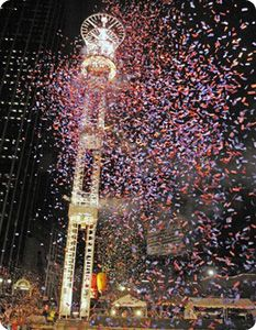 Have you ever seen an 800-pound peach drop? Try celebrating #NewYearsEve in #Atlanta to experience this 25-year-old tradition! #Travel