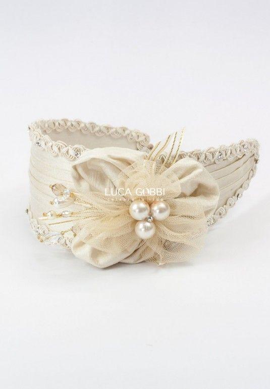 Tiara para vestido, se recomienda como accesorio adicional a los vestidos de nuestra actual colección de Vestidos de primera Comunión de Niña.