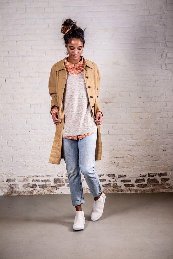 Jas - Bellerose // trui - American Vintage // blouse - American Vintage // jeans - Levis // shoes - Samsoe