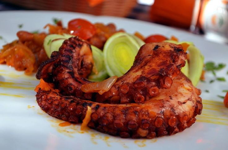 Grilled octopus with baked beans and leek