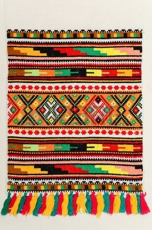 Gestickte gut mit Kreuzstich-Muster. ukrainische ethnische verzierung Stockfoto - 10248382