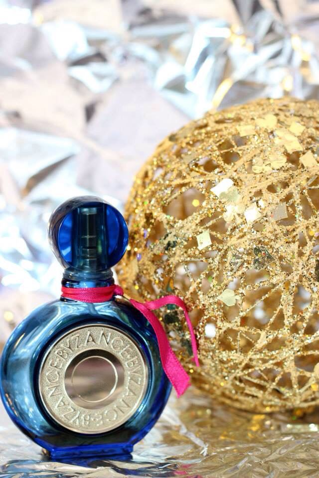 Photographing with foil. Byzance perfume bottle