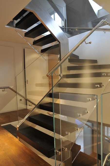 18 Modern Glass House Exterior Designs: 25+ Best Ideas About Glass Stair Railing On Pinterest
