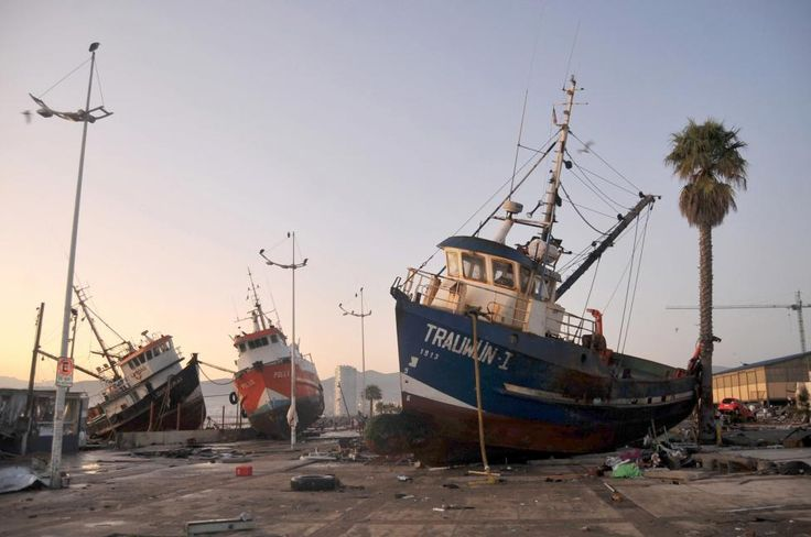 Ships are seen in the street after an earthquake hit areas of central Chile, in Coquimbo city, north of Santiago, Chile, September 17, 2015. Strong aftershocks rippled through Chile after a magnitude 8.3 earthquake that killed at least eleven people and slammed powerful waves into coastal towns, forcing more than a million people from their homes. REUTERS/Mauricio Ubilla