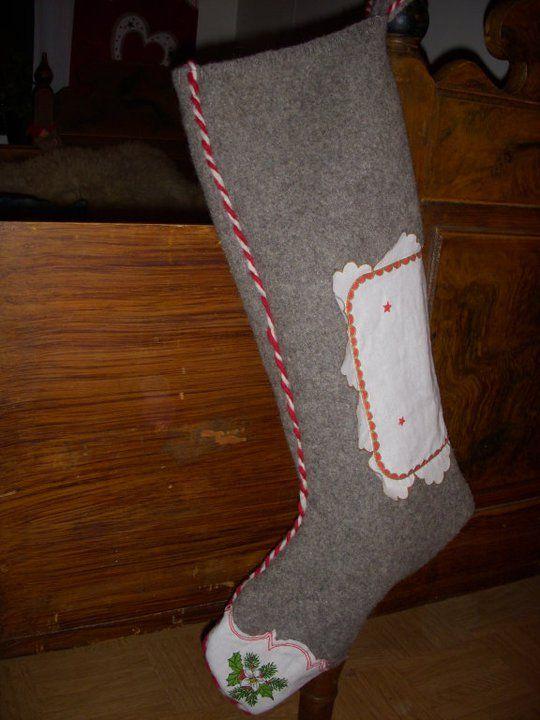julestrømpe av gamle ullpledd og juleduker