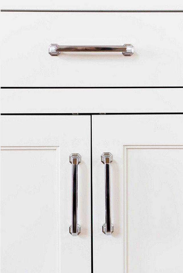 20 Ideas On How To Design A Transitional White Kitchen Home Bunch An Interior Design Kitchen Cabinet Hardware Transitional White Kitchen Kitchen Hardware