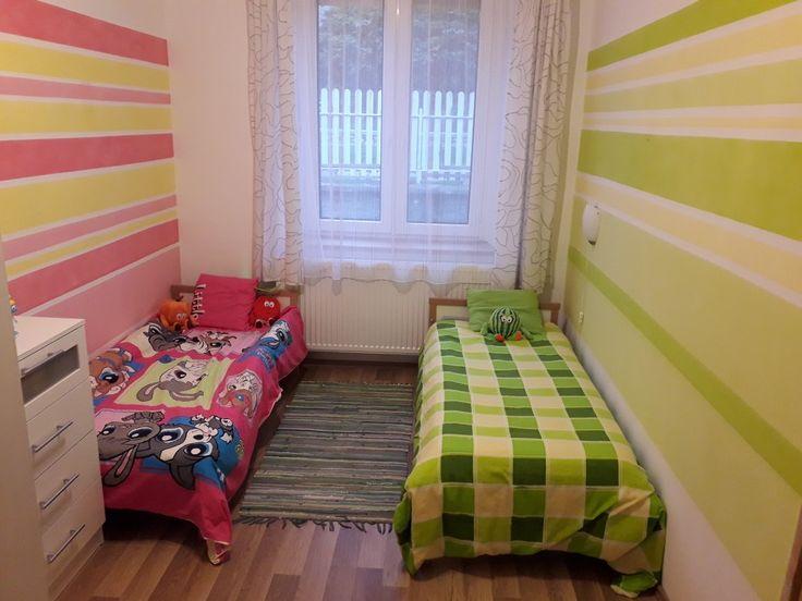 Fiú lány szoba testvér kids green pink csikos fal