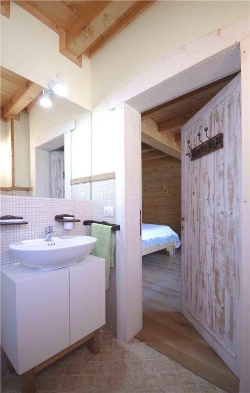 Essere in Montagna  Chalet in legno nuovo particolare del bagno