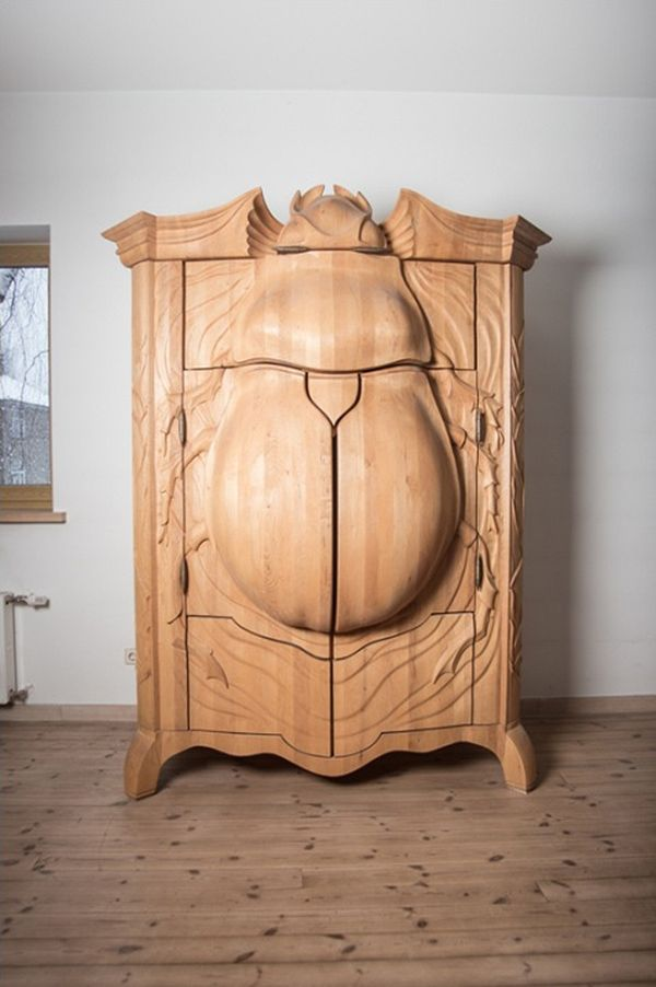 """""""BUG"""": Ein aufklappbarer Käfer-Schrank von Woodartist Jānis Straupe - See more at: http://www.detailverliebt.de/bug-ein-aufklappbarer-kaefer-schrank-von-woodartist-janis-straupe/#sthash.pU4mcvtM.dpuf"""