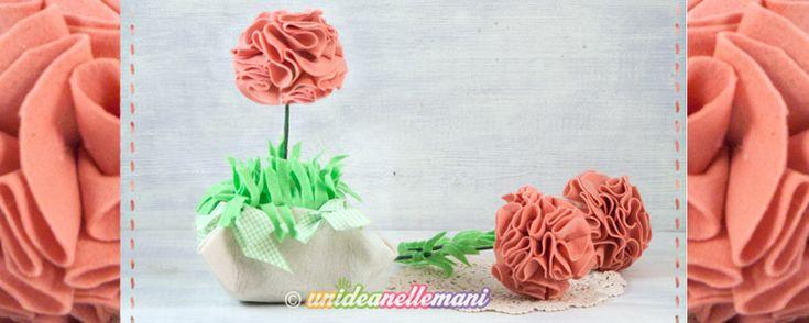 Come fare un grazioso vaso con fiori in feltro e pannolenci da regalare o da usare per decorare la casa.