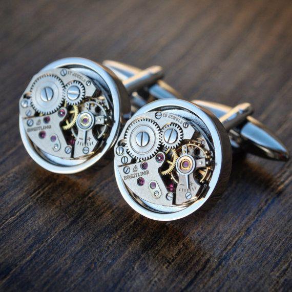 Deze manchetknopen geweest met liefde handgemaakt uit vintage uurwerken van Breitling met rhodium plated rug geven een hoogwaardige afwerking.  Deze op maat gemaakte Manchetknopen zou maken een uniek cadeau voor een verjaardag, een jubileum of een bruiloft te vangen die perfect Moment in Time of gewoon worden de finishing touch aan uw beste pak!  U ontvangt een paar Manchetknopen in een luxe presentatie doos, dus uw gift is direct klaar om te worden verzonden of aan je geliefde!    6 maand…