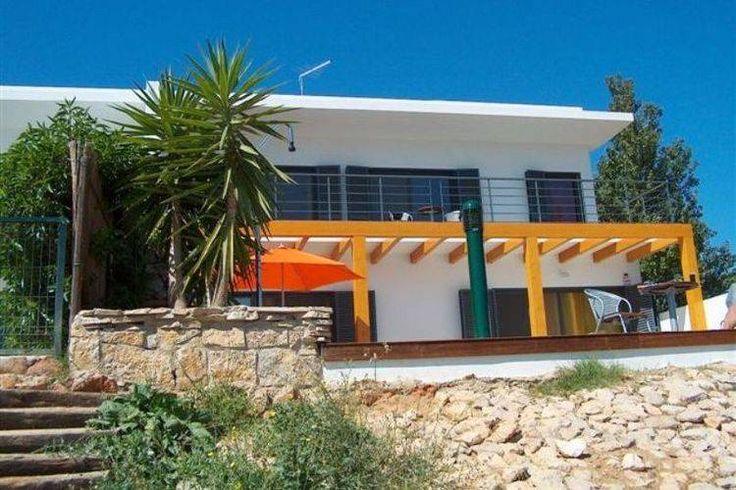 Lagos, Portugal: Prima vakantievilla dichtbij zee en ruimte biedend tot aan 8 personen. Genieten in de Algarve!