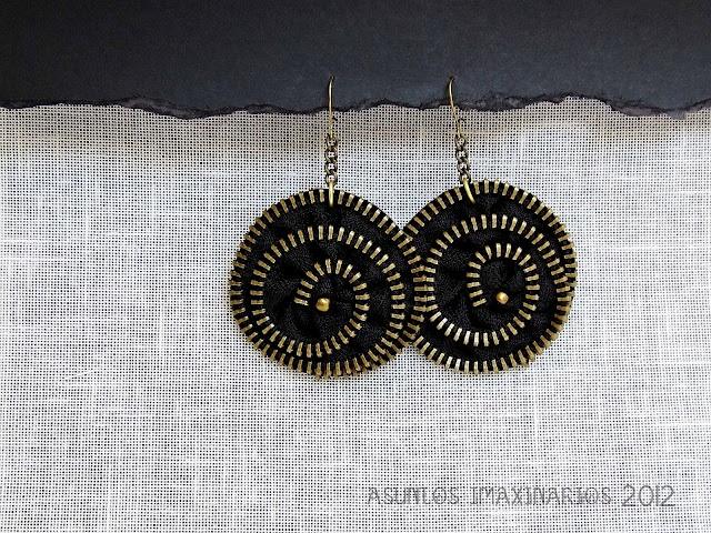 Earrings: black zipper