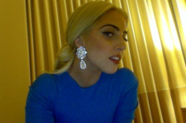 @ladygaga on Twitter - 11:35 PM 20 Mar 12  «Miss you monsters. About 1 month until tour. Whatdya think of these fake baubles? #DirtCheapPlasticLooksFantastic»