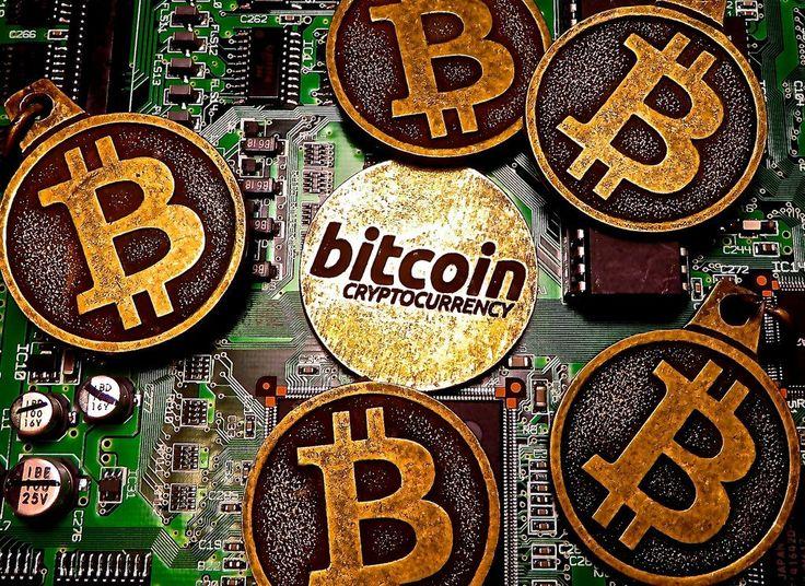 """Bitcoin y la criptomoneda El término criptomoneda (cryptocurrency, en inglés) se refiere a """"una moneda cuya generación de unidades y el traspaso de fondos son regulados por técnicas de cifrado, permitiendo operar independientemente de un banco central"""". criptmoneda"""
