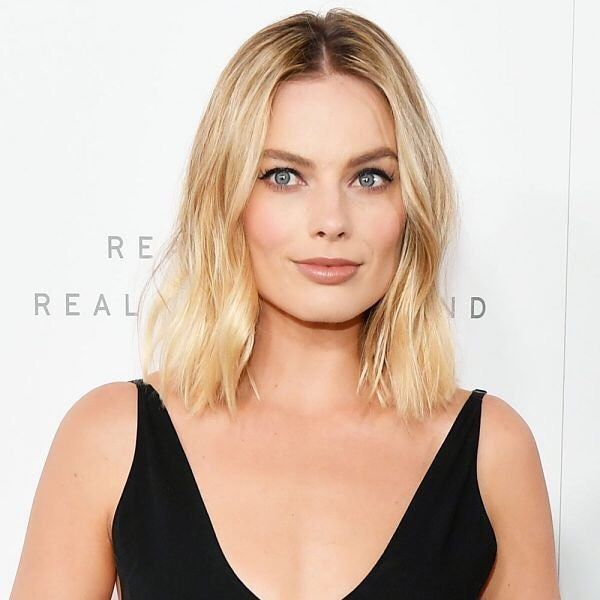 @margotrobbie just revealed why she doesn't wear her wedding ring everyday and it actually makes total sense. She's also opening up about…