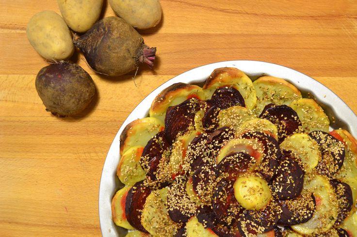 Rape rosse e patate al forno con semi di sesamo tostati