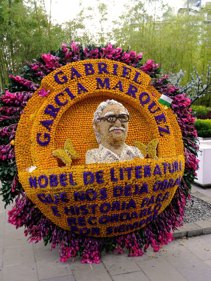Tribut to Gabriel Garcia Marquez, one of the silletas made of flowers, awarded in The Flower Festival of Medellín [photo credit: David Picciao] Feria de las Flores / Medellín 2014