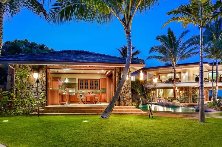 Check out this amazing Luxury Retreats beach property in Oahu, with 7 Bedrooms and a pool. Browse more photos and read the latest reviews now.