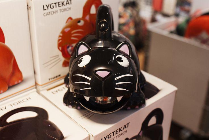 Kot świecący również zawitał w październiku do Tigera. #tigerstores #tigerpolska #october #pazdziernik #autumn #jesień #tigerautumn #nowości #news #tigernews #cat #kot #latarka #lamp #flashlight #lampka #tigerhalloween #halloween #party #impreza #buuuu
