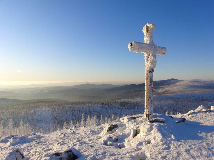 Winter auf dem Berg Lusen in der Ferienregion Nationalpark Bayerischer Wald. Wandern im Winter im Bayerischen Wald