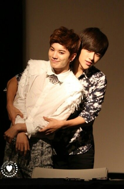 hahaha L is forever controlling le maknae...