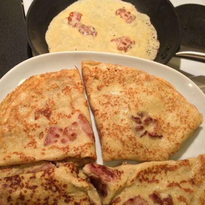 Tynne pannekaker (8-10 stk)   Ingredienser  2 egg 1 ts fiberhusk 1 dl (60g) fint bokhvetemel 1 dl (50g) havremel 5 dl melk (jeg brukte laktoseredusert, bruk det som passer deg best) 2 ss smeltet smør (jeg brukte meierismør) Kardemomme (om ønskelig)