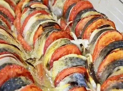 Отличный и простой рецепт рататуя из скумбрии, запеченного в духовке с помидорами. Ингредиенты и описание приготовления рыбного блюда.