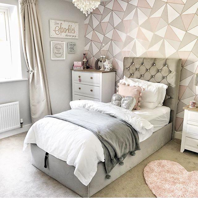Pink Grey Cloud Pattern Wallpaper Mural Hovia Uk Childrens Bedroom Wallpaper Pink And Grey Wallpaper Pink Bedroom Decor