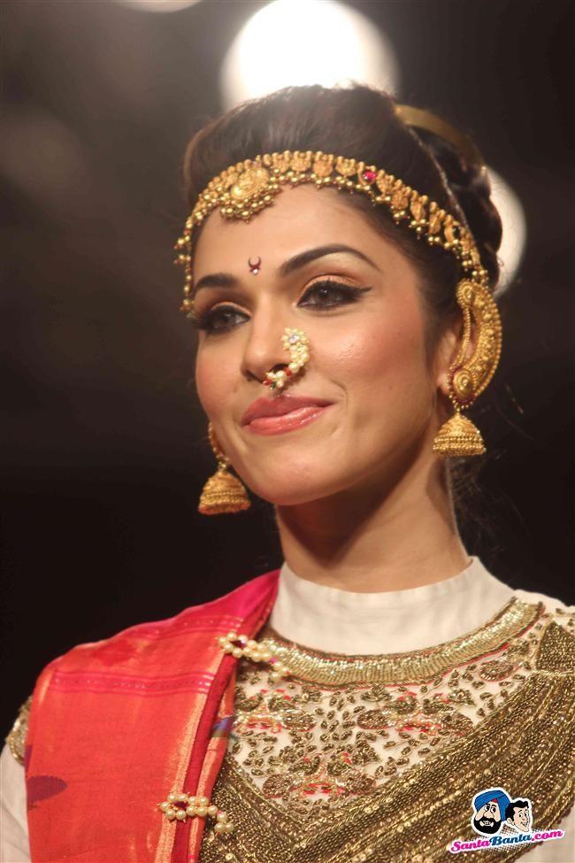 Isha Kopikar @ Lakme Fashion Week, Winter Festive 2013