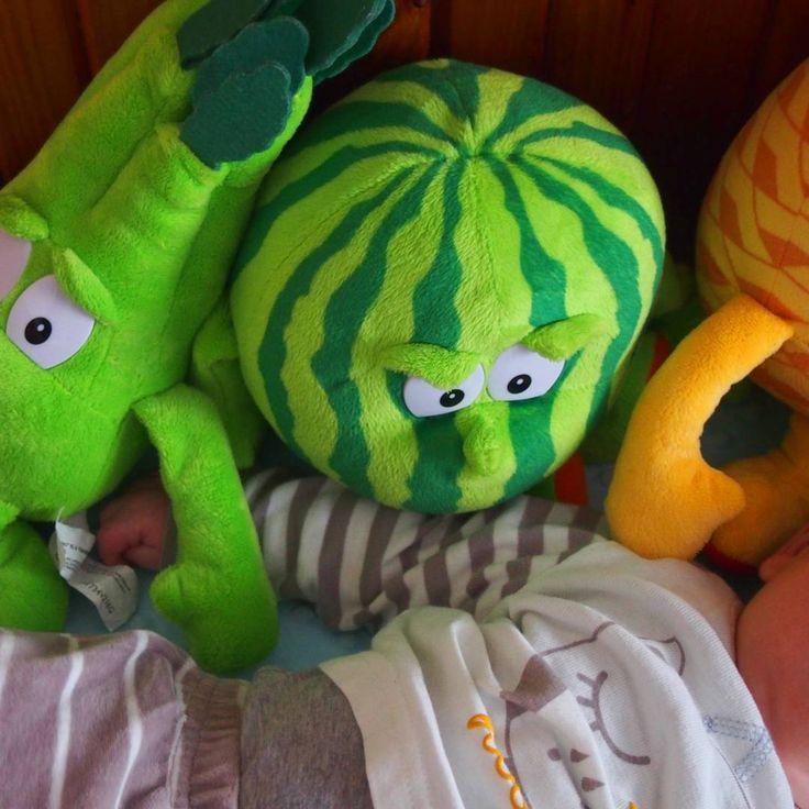 Ktoś mi dziecko porwał 😉 #czeskie #swiezaki #arbuz #seler #ananas #kidstagram #kid #myson #baby #instababy #mybaby #mlodszy #kidsbed #babybed #mylove #love #jestembojestes #sweet