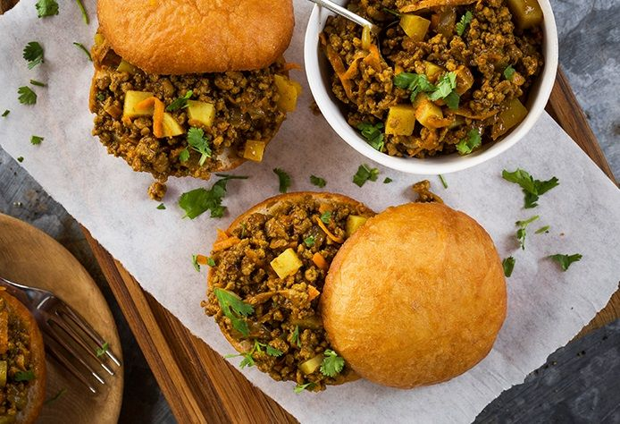 Spur Retail Sauces - Curry mince vetkoek