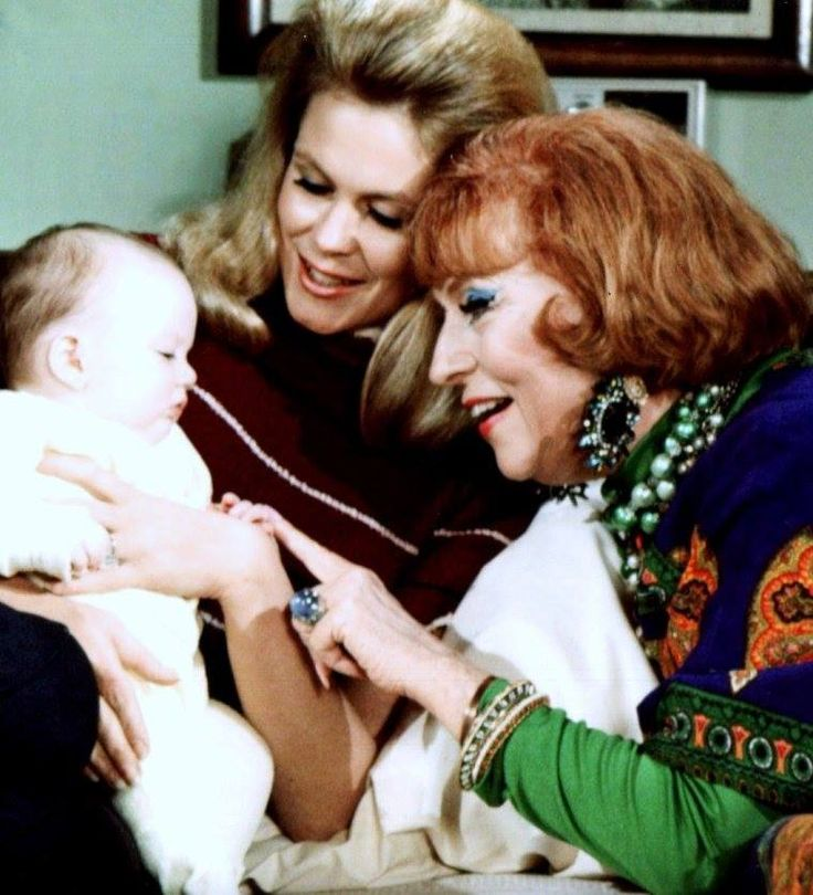 Elizabeth Montgomery And Agnes Moorehead Sam And Her